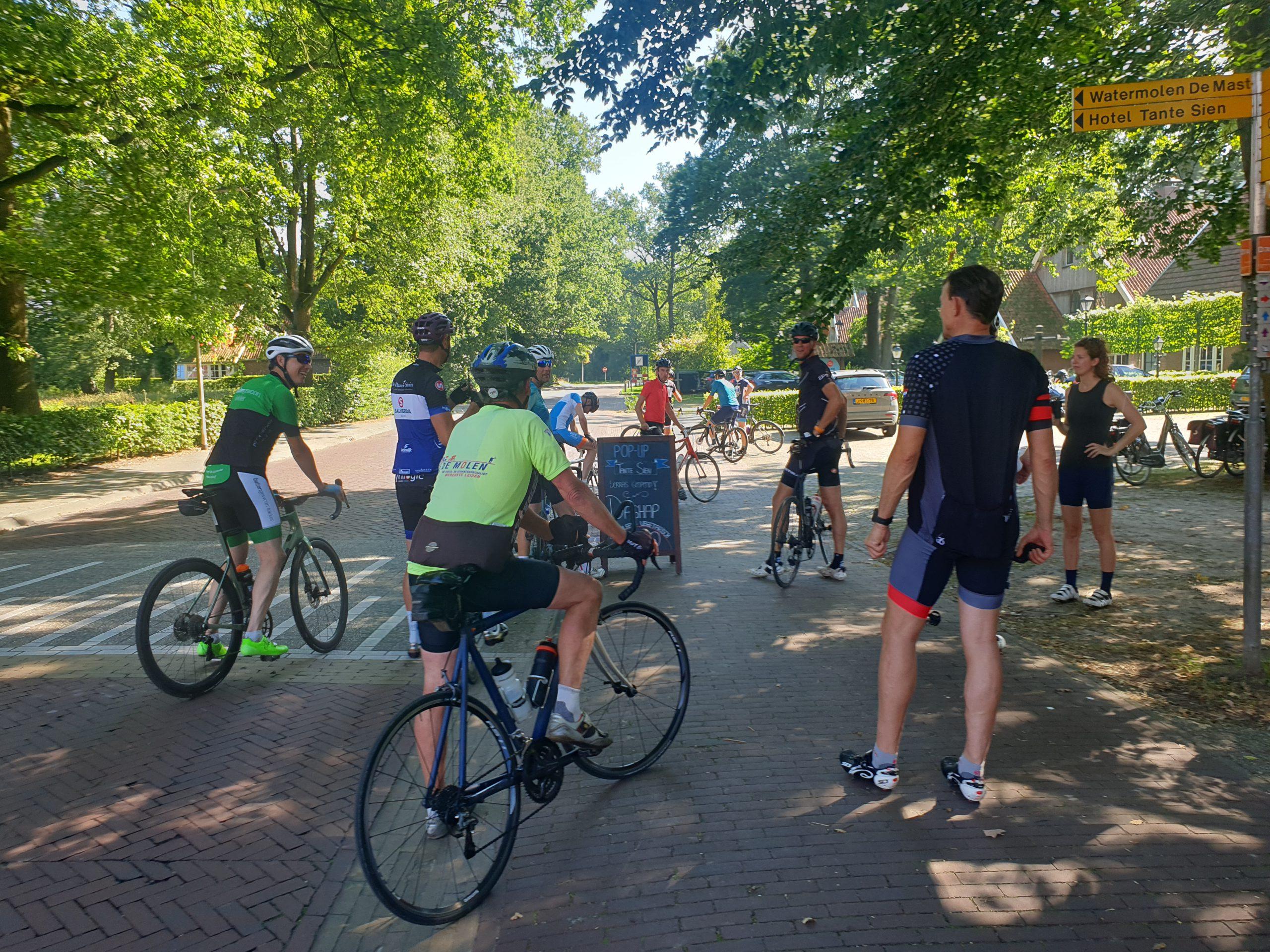 Energiefonds Overijssel fietst met relaties de 'Hel van Twente'